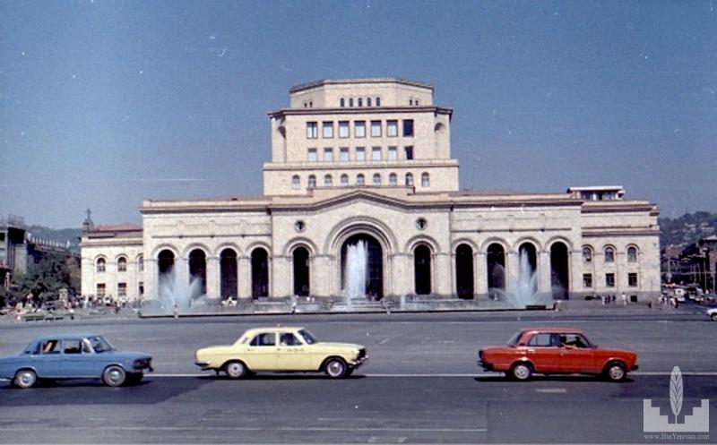 http://hinyerevan.com/photos/0e8e4c4c3ae80cf1c5870735fd33e635/large/